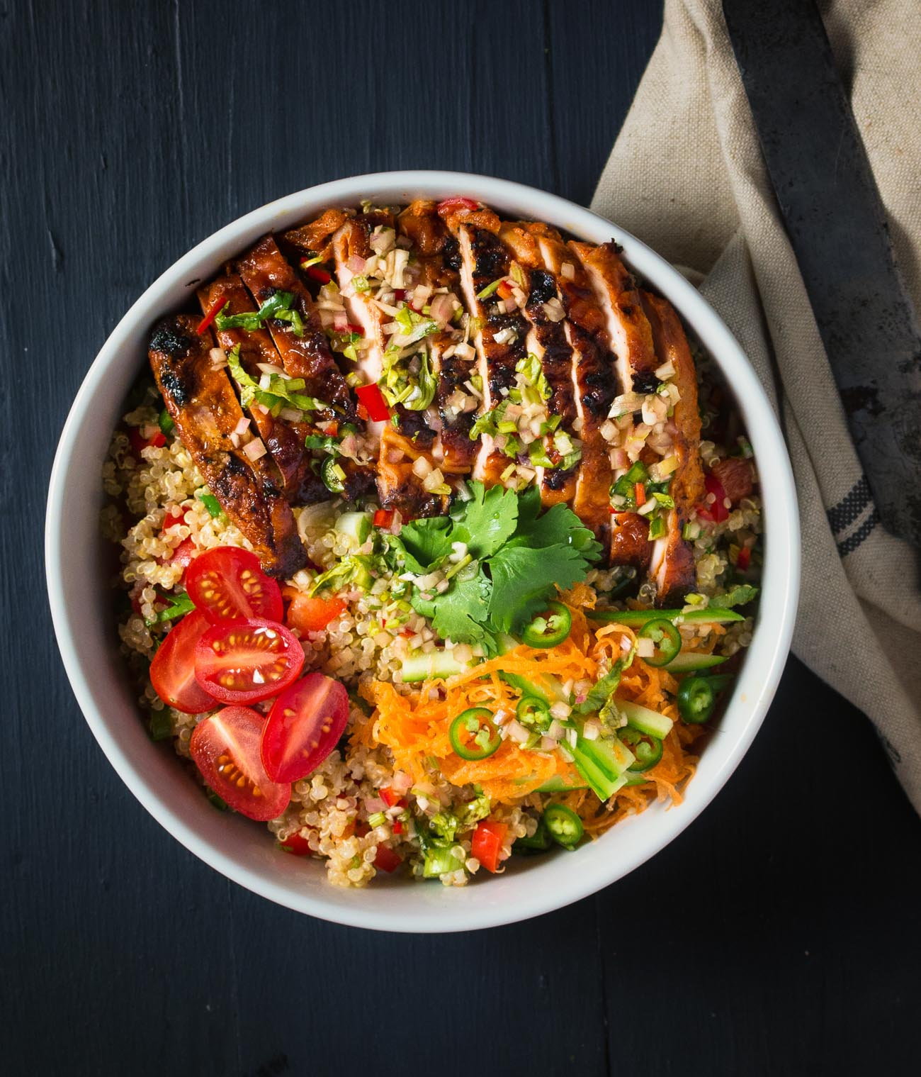 This Thai chicken buddha bowl brings sweet, sour, salty and spicy flavours together in a delicious weeknight meal.