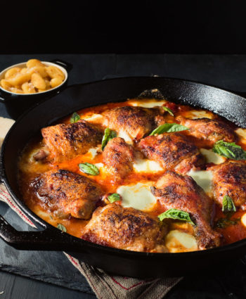 skillet chicken with mozzarella and tomato – pizza chicken