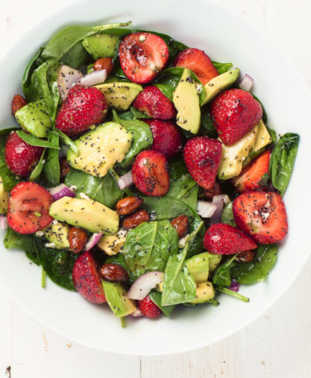 spinach salad with strawberries and  poppyseed dressing