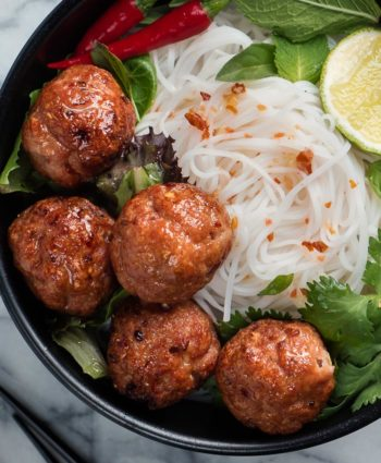 bun cha – vietnamese grilled pork with rice noodles