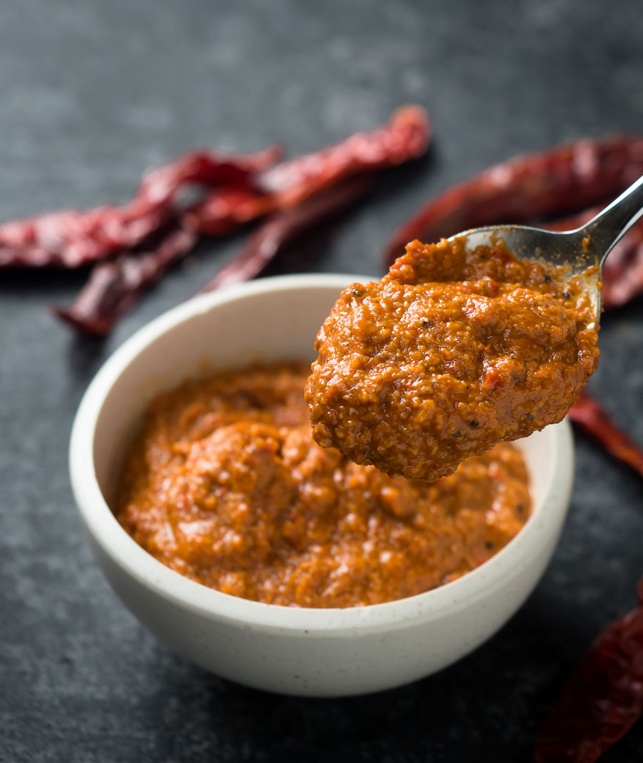 Spoonful of vindaloo paste.