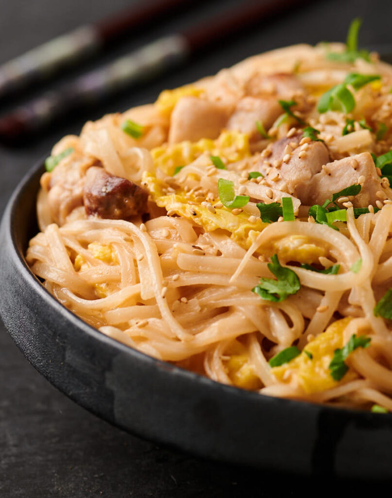 Close up of Thai sesame noodles from the front.