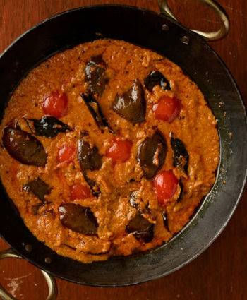 bagara baingan – indian hotel style eggplant curry