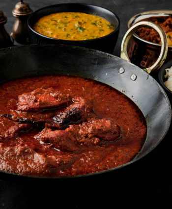 chicken tikka vindaloo – indian hotel style