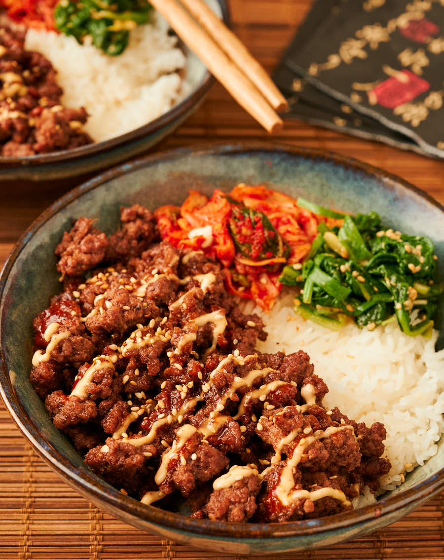 Table scene of Korean beef bowl from the front.